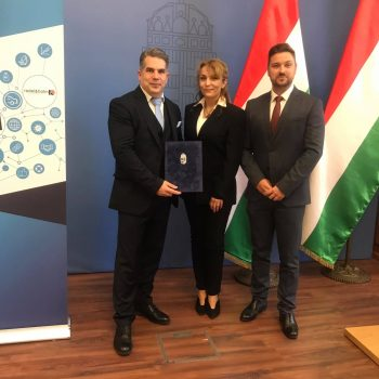 Radel & Hahn Zrt. Geschäftsführer János Tar und Finanzdirektorin Ágnes Zavaczky bei der Verleihung Bildrechte @HIPA